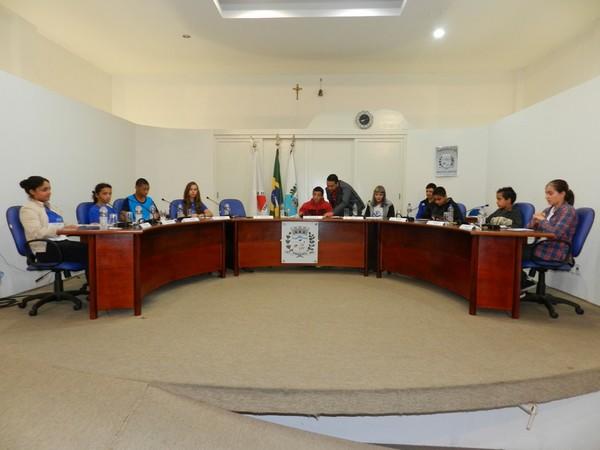 Primeira reunião dos vereadores mirins de Paraguaçu discute problemas como abandono de animais e má iluminação na cidade