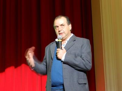 Com teatro lotado, Escola do Legislativo da Câmara promove palestra com neuropediatra especializado nos transtornos do espectro autista